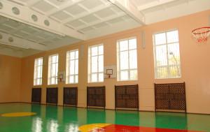 На базі школи-інтернату є сучасний великий та малий спортивні зали