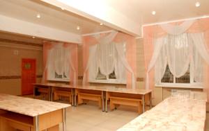 Велика, простора та сучасна обідня зала, яка вміщує 140 дітей